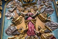 POLÔNIA, KRAKOW - 27 DE MAIO DE 2016: Elementos do interior no St Mary medieval ' igreja de s em Krakow Imagens de Stock Royalty Free