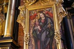 POLÔNIA, KRAKOW - 27 DE MAIO DE 2016: Elementos do interior no St Mary medieval ' igreja de s em Krakow Foto de Stock