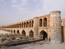 33 pol. Allah Verdi Khan brug in Isphahan, Iran in de ochtend Stock Afbeeldingen