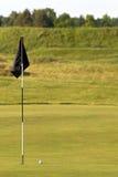 pol för green för golf för bollflaggaförgrund Fotografering för Bildbyråer