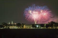 Polônia, skyline de Krakow, castelo de Wawel, fogos-de-artifício Imagens de Stock Royalty Free