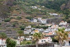 Pola i domy wzdłuż zachodniego wybrzeża blisko Porto Moniz na madery wyspie Obrazy Royalty Free