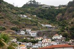 Pola i domy wzdłuż zachodniego wybrzeża blisko Porto Moniz na madery wyspie Fotografia Royalty Free