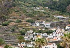 Pola i domy wzdłuż zachodniego wybrzeża blisko Porto Moniz na madery wyspie Zdjęcie Royalty Free
