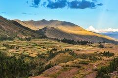 Pola wokoło ruin Puka Pukara w Cusco, Peru Obrazy Stock