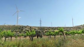 Pola z wiatraczkami w Larnaka, Cypr Energia odnawialna zasoby alternatywna produkcja energii zdjęcie wideo
