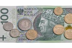 Polacco cento fattura di zloty e macro delle monete isolate Fotografia Stock