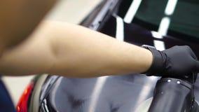 Polaco del coche en servicio Cierre para arriba detailing metrajes