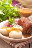 Polaco tradicional, plato silesio Trino de la carne con la descarga de la patata Imagen de archivo