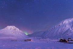 Polaire noordpool Noordelijke de hemelster van het lichtenaurora borealis in Noorwegen Svalbard in Longyearbyen de maanbergen stock foto's