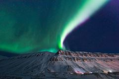 Polaire noordpool Noordelijke de hemelster van het lichtenaurora borealis in de reis Svalbard van Noorwegen in Longyearbyen-stad  stock afbeeldingen