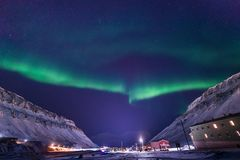 Polaire noordpool Noordelijke de hemelster van het lichtenaurora borealis in de reis Svalbard van Noorwegen in Longyearbyen-stad  royalty-vrije stock fotografie