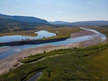 Polaire Ural, Grote Hadata-Rivier in de zomer stock fotografie