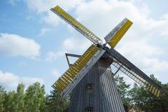 poland Gammal väderkvarn i museet i Pomerania Royaltyfri Fotografi