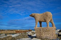 Polar Bear Sculpture in Staithes, in North Yorkshire. Taken to capture the guardian of the harbour in Staithes, near Scarborough, in North Yorkshire stock images