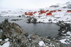 Polare Forschungsstation und Spalte Lizenzfreie Stockfotos