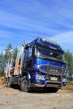 Polarer Messwagen Sisu und blauer Himmel Stockfotos