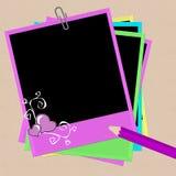 Polaroid con i cuori e la matita immagini stock libere da diritti