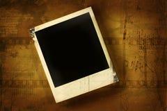 Polaroid contra fondo grunged libre illustration
