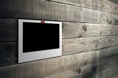Polaroid sul pavimento di legno Fotografie Stock Libere da Diritti