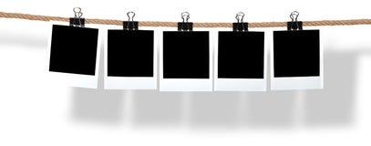 Polaroid vazios que penduram de uma corda Imagem de Stock