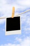 Polaroidcamera op drooglijn Royalty-vrije Stock Afbeelding