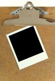 Polaroidcamera op klembord Stock Afbeelding