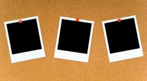 Polaroidcamera's op Corkboard Stock Foto