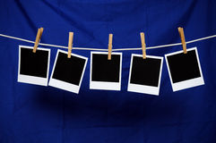 Polaroidcamera's over Blauw Stock Afbeeldingen