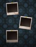 Polaroide auf Retro- Wand Lizenzfreies Stockfoto