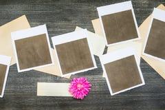 Polaroide mit alten Papieren Lizenzfreies Stockfoto