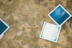 Polaroidfoto platziert auf dem Boden Lizenzfreies Stockfoto