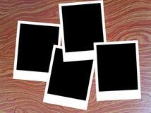 Polaroidfotorahmen auf hölzernem Hintergrund Lizenzfreies Stockbild