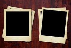 Polaroidfotos auf hölzernen Panels Stockfotos