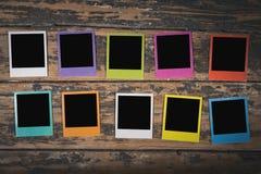 Polaroids da cor no fundo de madeira Imagens de Stock