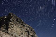 Polarstern, Sternspuren und Rock Lizenzfreie Stockbilder