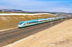 Polatli, Ankara, Turquie - 12 janvier 2019 : Le train à grande vitesse de TCDD sur le chemin va à Istanbul d'Ankara images libres de droits