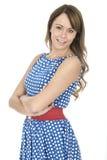 Polca azul que lleva sonriente Dot Dress de la mujer joven Imagen de archivo