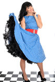 Polca joven feliz atractiva atractiva Dot Dress de Posing In Retro del modelo del Pin-Para arriba del vintage Fotografía de archivo libre de regalías