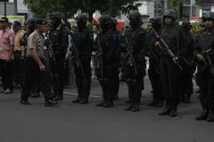 POLÍCIA E FORÇAS DE SEGURANÇA NO NATAL E ANO NOVO NA CIDADE JAVA CENTRAL DE SOLO Foto de Stock