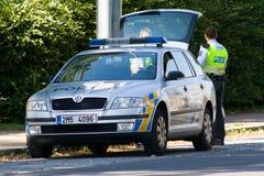 A polícia verific Fotos de Stock Royalty Free