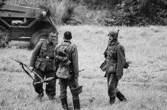 Pole bitwy żołnierze po nowej wersi z czarny i biały Obrazy Royalty Free