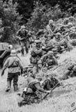 Pole bitwy żołnierze z czarny i biały Obraz Stock