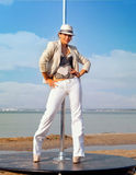 Pole dansarekvinna mot havet Royaltyfria Bilder