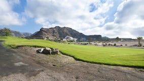 Pole golfowe farwater przy tropikalnym kurortem Obraz Royalty Free