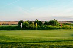 Pole golfowe w zmierzchu Obrazy Stock
