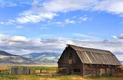 Pole ladugård i den lyckliga dalen Arkivfoto