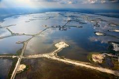 Pole naftowe na jeziorze fotografia royalty free
