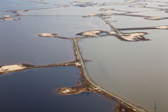 Pole naftowe na Samolor jeziorze, odgórny widok obraz royalty free
