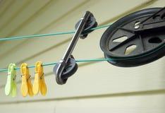 Polea de la cuerda para tender la ropa Foto de archivo